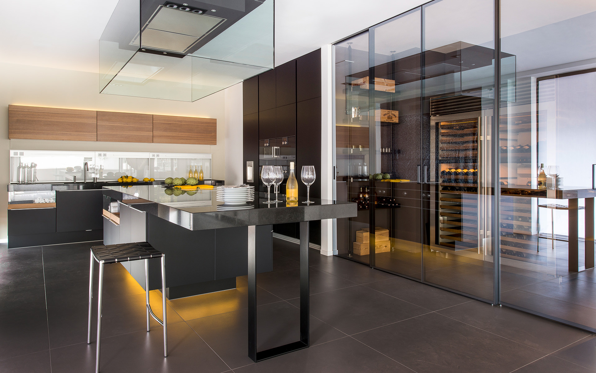Showroom cuisine design minimaliste allemand et italien for Showroom cuisine